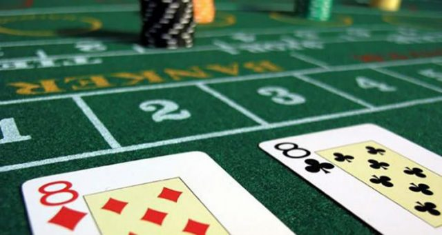 How to play baccarat and win more games online?